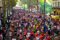 Ils étaient plus de 11 000 athlètes à partir du Boulevard de la Liberté lors du départ du semi-marathon et du 10km. Le Kényan Geoffrey Kipsang remporte cette 26 édition.<br />PHOTO JOHAN BEN AZZOUZ / LA VOIX DU NORD