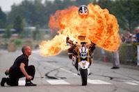 Rassemblement et bénédiction des motards au pied du chevalement de la fosse 9.<br />PHOTO JOHAN BEN AZZOUZ / LA VOIX DU NORD