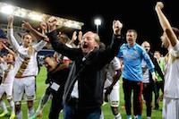 Gervais Martel et les lensois décrochent leur ticket pour la Ligue 1 en battant les corses 0 à 2 au stade Armand-Cesari.<br />PHOTO JOHAN BEN AZZOUZ / LA VOIX DU NORD