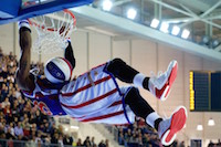 Spectacle Harlem Globetrotters à la Pevele Arena dans le cadre de leur tournée dans l'Hexagone. Ces légendes du basket-ball ont offert dunks, situations loufoques, gags et cascades à environ 4000 spectateurs.<br />PHOTO JOHAN BEN AZZOUZ / LA VOIX DU NORD