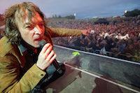 Concert gratuit de CALI au parc de la Fossette devant environ 8000 personnes.<br />PHOTO JOHAN BEN AZZOUZ / LA VOIX DU NORD