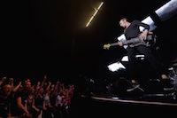 Concert de Calogero à Gayant-Expo devant 10 000 personnes.<br />PHOTO JOHAN BEN AZZOUZ / LA VOIX DU NORD