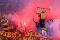 Les supporters Lensois au stade Bollaert. L'un des meilleurs publics de France avec Saint-Etienne, Nantes, Paris, et Marseille.<br />PHOTO JOHAN BEN AZZOUZ / LA VOIX DU NORD