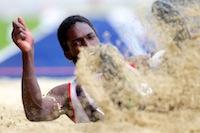Kafétien Gomis sur l'épreuve du saut en longueur, lors de la finale des interclubs élite au Stadium Nord.<br />PHOTO JOHAN BEN AZZOUZ / LA VOIX DU NORD