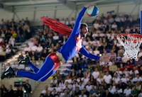 Superman s'est invité au match opposant le BC Orchies à Monaco (N1M).<br />PHOTO JOHAN BEN AZZOUZ / LA VOIX DU NORD
