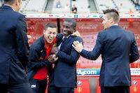 A 1h15 du coup d'envoi, retrouvailles entre le capitaine du LOSC Rio Mavuba et des ex-lillois Eden Hazard, Mathieu Debuchy, et Adil Rami.<br />PHOTO JOHAN BEN AZZOUZ / LA VOIX DU NORD