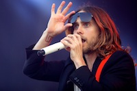 Jared Leto, le leader et chanteur du groupe de rock alternatif am�ricain 30 Seconds to Mars, lors du Main Square Festival.<br />PHOTO JOHAN BEN AZZOUZ / LA VOIX DU NORD